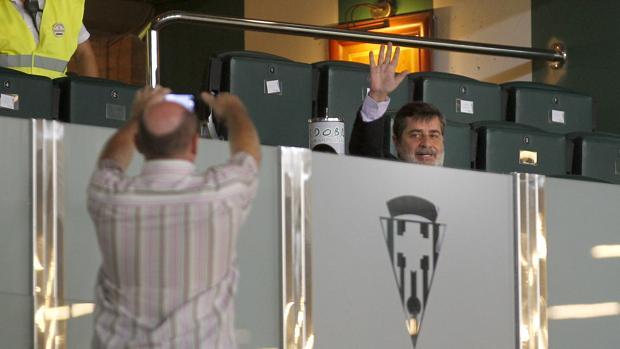 Carlos González saluda a la afición blanquiverde
