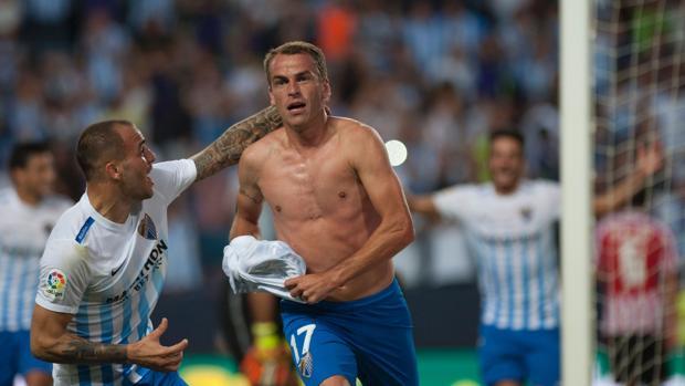 Duda celebra un gol con el Málaga