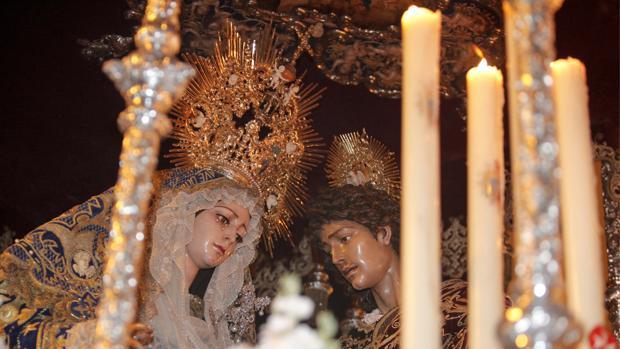 Reina de los Ángeles en procesión