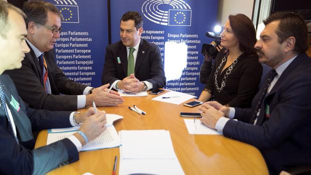 Juanma Moreno, durante su entrevista ayer con Nicolás Pascual de la Parte