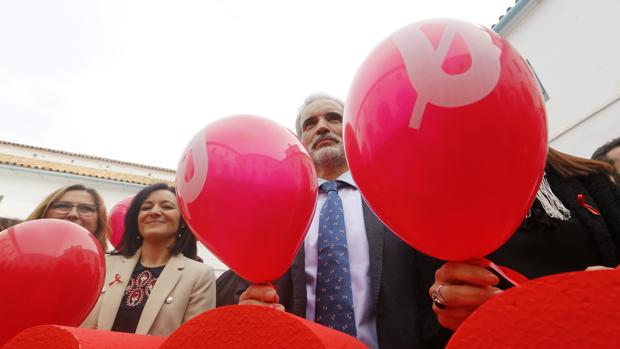 Aquilino Alonso y Rafaela Crespín en un acto contra el VIH