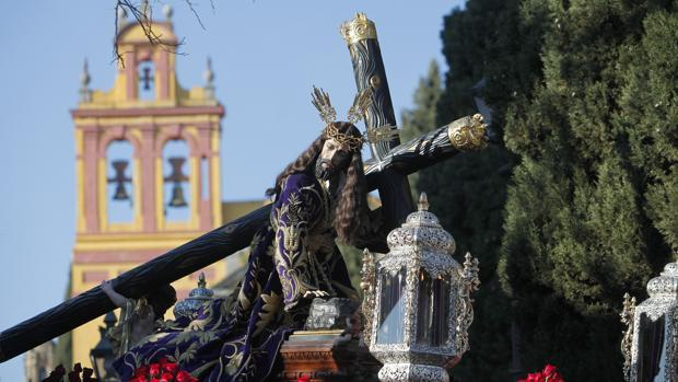 Nuestro Padre Jesús Caído, durante su procesión