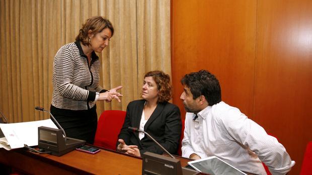 La alcaldesa habla con los delegados de Hacienda y Servicios Sociales