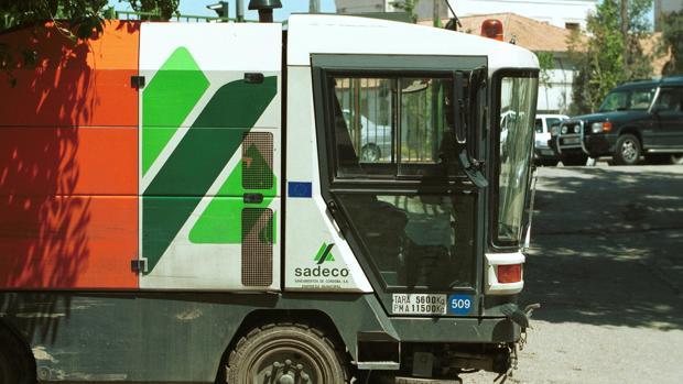 Un camión de la empresa de saneamientos de Córdoba, Sadeco