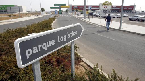 Entrada al parque logístico del Higuerón, perteneciente a la Junta