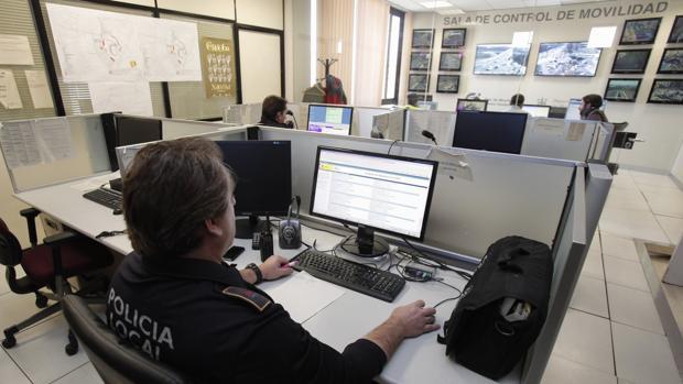 Policía en la sala de movilidad del cuerpo local