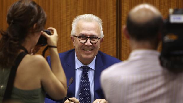 El consejero de Empleo, José Sánchez Maldonado, en una comisión en el Parlamento
