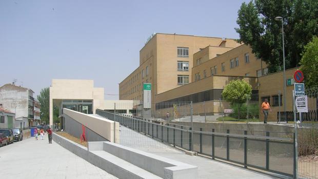 Acceso al centro sanitario comarcal del Norte de la provincia