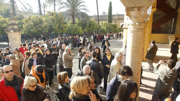 Colas para comprar entradas de la Mezquita-Catedral