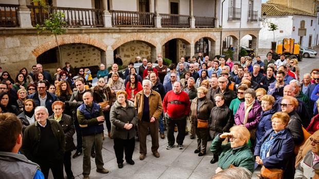Concentración en Dos Torres en protesta por la agresión