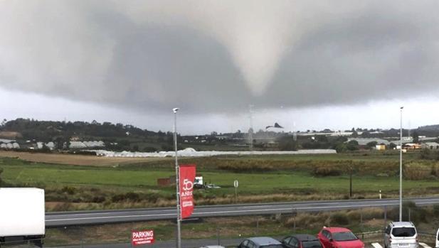 V deo as fue el gran tornado que caus estragos en huelva - Tornados en espana ...