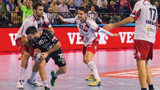 Molina, en acción defensiva en un partido de Liga de Campeones con el Rioja
