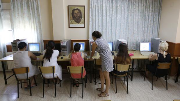 El pp destaca la labor de ayuda a las mujeres de las adoratrices - Casa de acogida ...