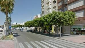 Se da a la fuga tras provocar la muerte a una mujer de 36 años al saltarse un semáforo en una calle de Almería