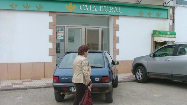 La guardia civil investiga el robo de euros en la for Caja rural granada oficinas