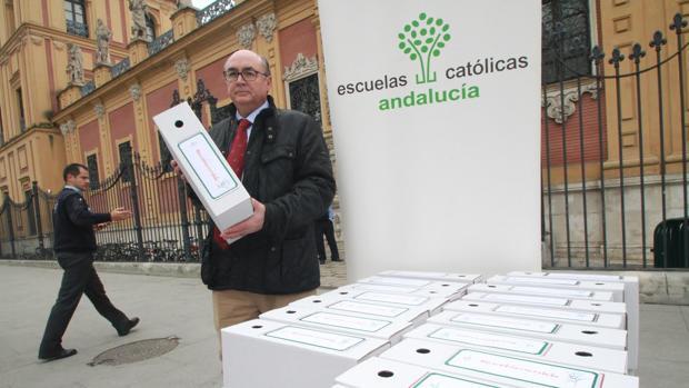 Escuelas Católicas entrega las firmas en San Telmo