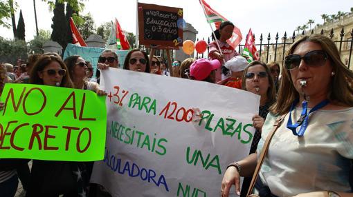 Protestas a las puertas del Parlamento por el decreto de guarderías