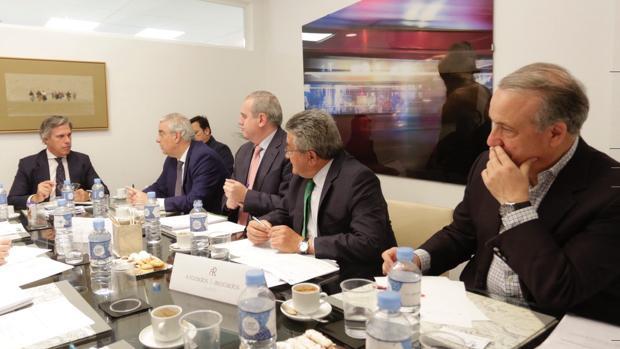 Desayuno coloquio sobre el impuesto de sucesiones, en el bufete de abogados A. Rozados