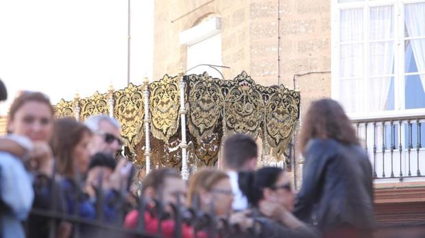 María Santísima Reina de todos los Santos irá bajo el palio de la Virgen de la Esperanza.