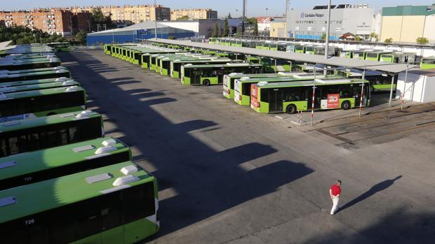 Autobuses de Aucorsa en las cocheras de la empresa