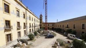 Patio del Palacio Episcopal con la fachada que se quiere cubrir con un edificio acristalado