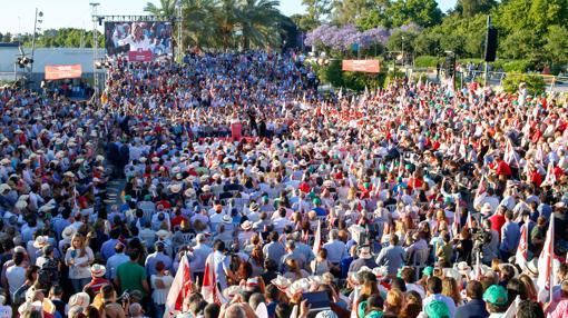 Miles de socialistas asisten al mitin de Susana Díaz en Sevilla