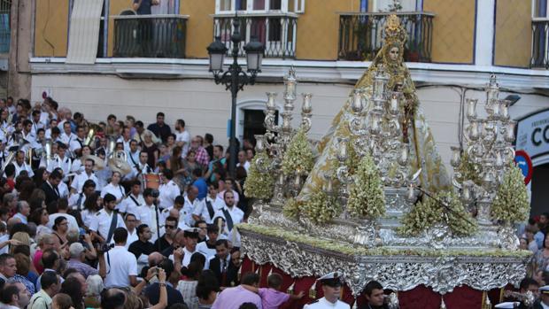 La Virgen del Rosario de Cádiz, en procesión