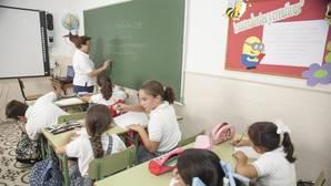 Unos niños reciben clase en uno de los colegio de Córdoba capital