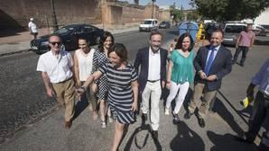 La alcaldesa, en junio, durante su visita a la Ronda del Marrubial para presentar su reforma