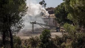 La carbonera, trabajando el pasado sábado mientras este martes permanecía sin actividad