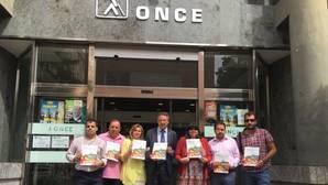 El delegado territorial de la ONCE en Andalucía y la presidenta de Córdoba con afiliados han presentado el informe
