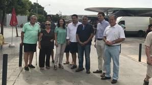Concejales del PP junto a representantes de Uvaco en el mercadillo de las Setas