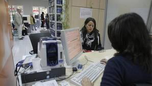 Una joven en una oficina de empleo de Córdoba