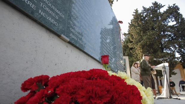 Homenaje a las víctimas del franquismo en el cementerio de la Saud