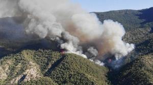 Vista aérea del incendio declarado en Segura de la Sierra