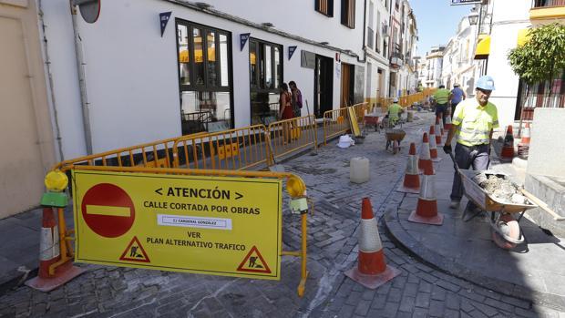 Calle Cardenal González, cortada por obras. - VALERIO MERINO