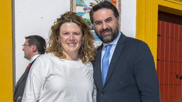La alcaldesa de Ronda, Teresa Valdenebro, junto al consejero andaluz de Turismo, Javier Fernández