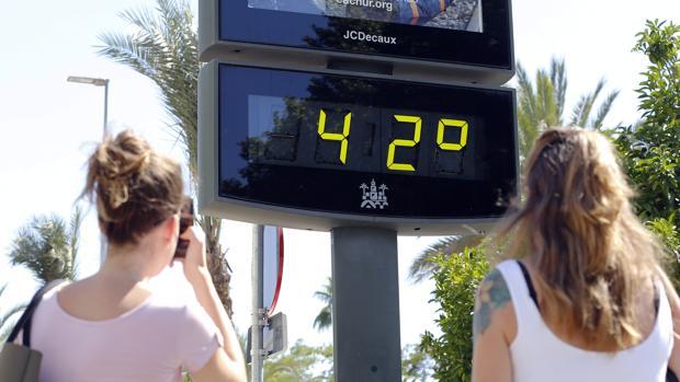 Un termómetro marca 42 grados durante la última ola de calor.