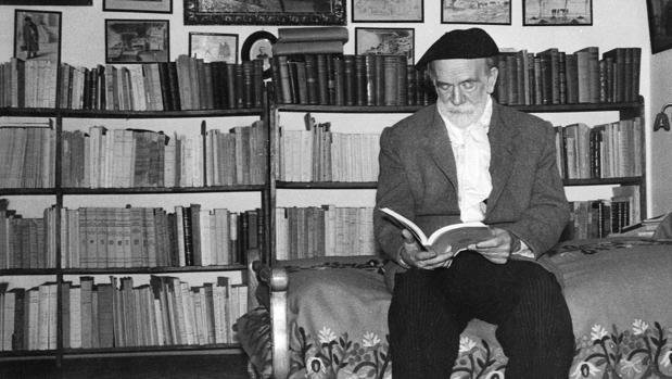 Pío Baroja en su biblioteca