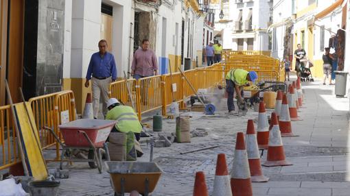 Obras en la calle Cardenal González