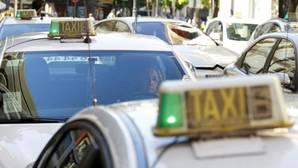 Detalle del luminoso de un taxi de Córdoba