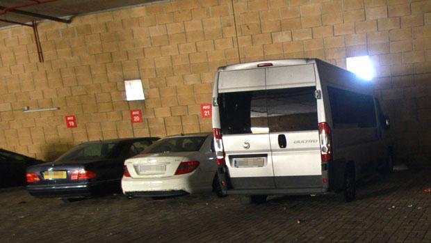 El conductor de origen chino aparcaba su furgoneta de nueve plazas en el párking del aeropuerto de San Pablo