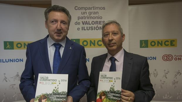Representantes en Andalucía de la Organización Nacional de Ciegos Españoles (ONCE)