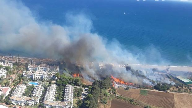 Imagen facilitada por Medio Ambiente del incendio de Estepona