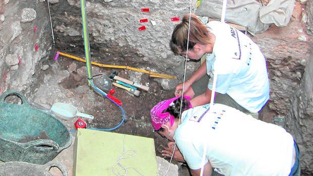 Trabajos arqueológicos en la Cueva del Ángel de Lucena