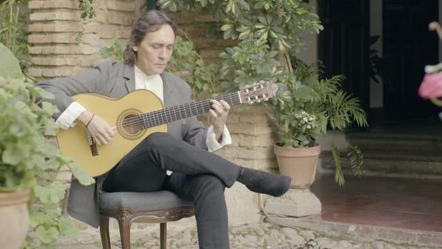 Fotograma del video musical de Vicente Amigo para difundir los Patios de Córdoba