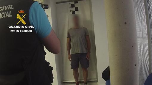 Momento de la identificación del delincuente huido