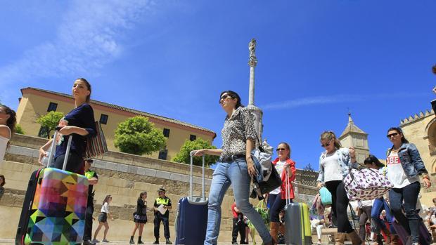 Los turistas que llegan a Córdoba no pasan más de una noche en la ciudad