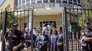 Juan Ignacio Zoido abandona el Tanatorio de Ronda