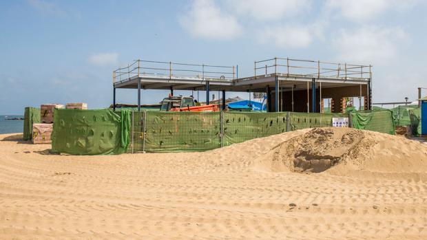 El polémico beach club en Punta Umbría